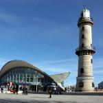 Teepott und Leuchtturm von Warnemünde. Foto: Martin Schuster